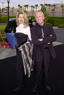 Premiere: Linda Kozlowski and Paul Hogan at the LA premiere of Paramount's Crocodile Dundee In Los Angeles - 4/18/2001