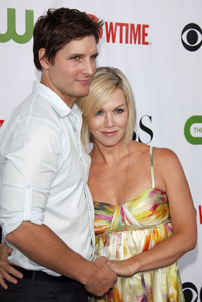 "Peter Facinelli (""Nurse Jackie"") and Jennie Garth (""90210"") arrive at the CBS, The CW, and Showtime 2009 TCA Summer Tour All-Star Party held at the Huntington Library on August 3, 2009 in Pasadena, California."