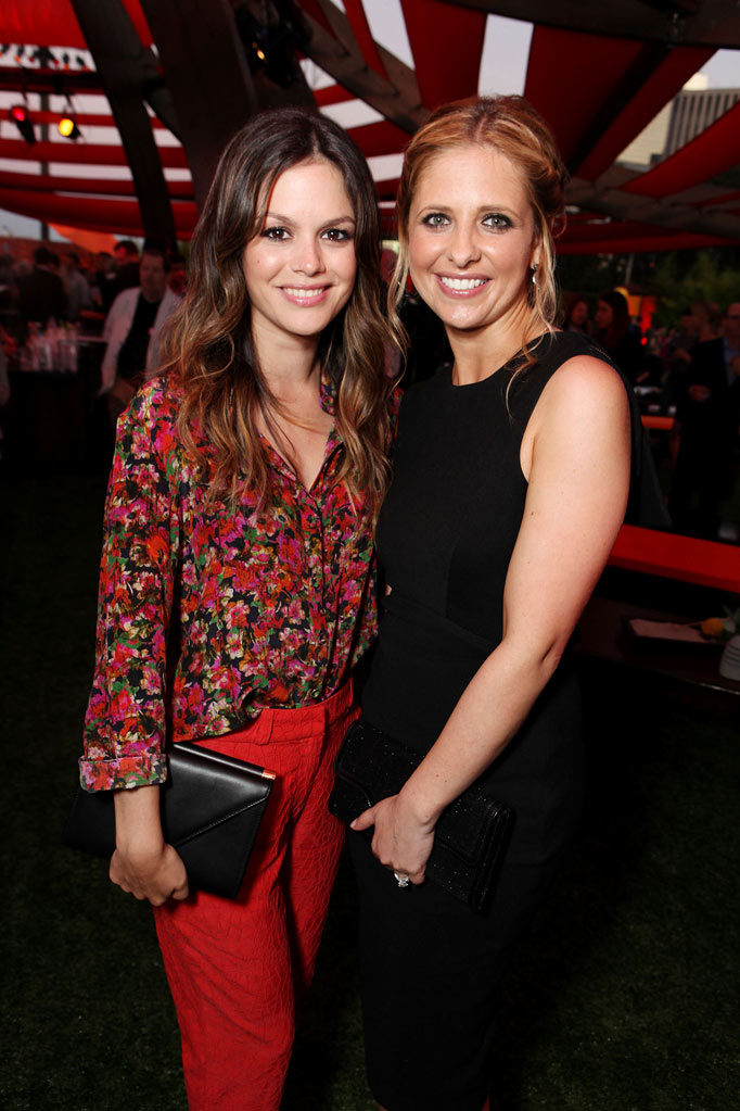 "Rachel Bilson of ""Hart of Dixie"" and Sarah Michelle Gellar of ""Ringer"" attend the CBS, The CW, and Showtime 2011 Summer TCA Party at The Pagoda on August 3, 2011 in Beverly Hills, California."