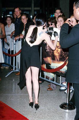 Premiere: Rose McGowan signs an autograph for the World's Biggest Jawbreaker fan at the Loews Cineplex Century Plaza premiere of New Line's The Cell - 8/17/2000