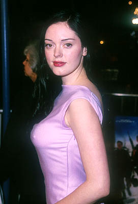 Premiere: Rose McGowan at the Mann Village Theater premiere of Warner Brothers' Three Kings - 9/27/1999