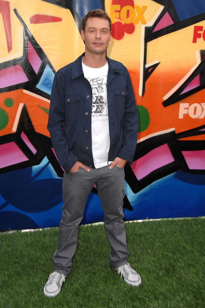 Ryan Seacrest arrives to the 2007 Teen Choice Awards.