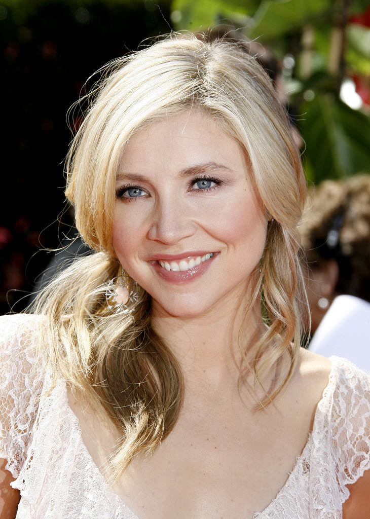 Sarah Chalke at The 58th Annual Primetime Emmy Awards.