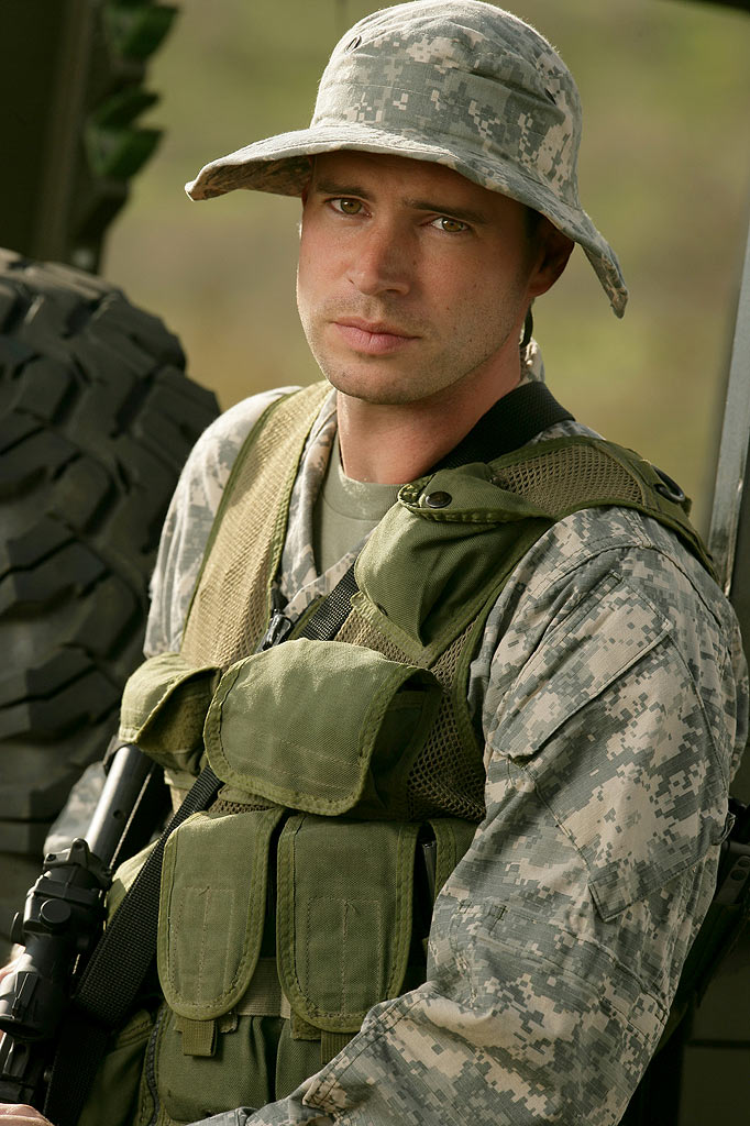 Scott Foley stars in The Unit on CBS.
