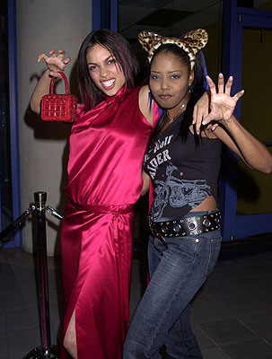 Premiere: Rosario Dawson and Shar Jackson at the Hollywood premiere of Josie and the Pussycats - 4/9/2001