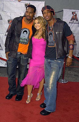 Oh yeah, Carmen Electra was in the first Scary Movie with Shawn Wayans and Marlon Wayans, wasn't she? MTV Movie Awards - 6/5/2004