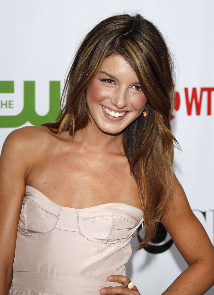 "Shenae Grimes (""90210"") arrives at the CBS, The CW, and Showtime 2009 TCA Summer Tour All-Star Party held at the Huntington Library on August 3, 2009 in Pasadena, California."