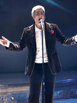 Taylor Hicks performs on April 25 FOX's American Idol