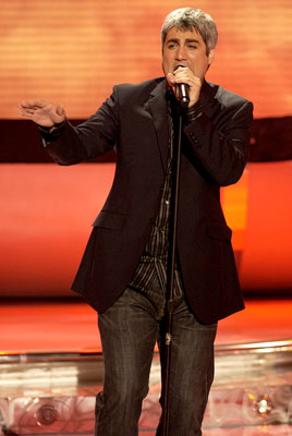 Taylor Hicks performs on April 4 FOX's American Idol