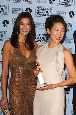"Presenter Teri Hatcher with Sandra Oh Best Supporting Actress in a Series - ""Grey's Anatomy"" 63rd Annual Golden Globe Awards - Press Room Beverly Hills, CA - 1/16/06"