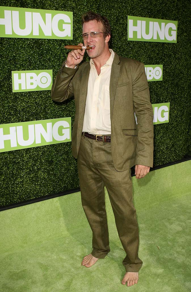 "Thomas Jane arrives at the HBO premiere of ""Hung"" held at Paramount Studios on June 24, 2009 in Los Angeles, California."