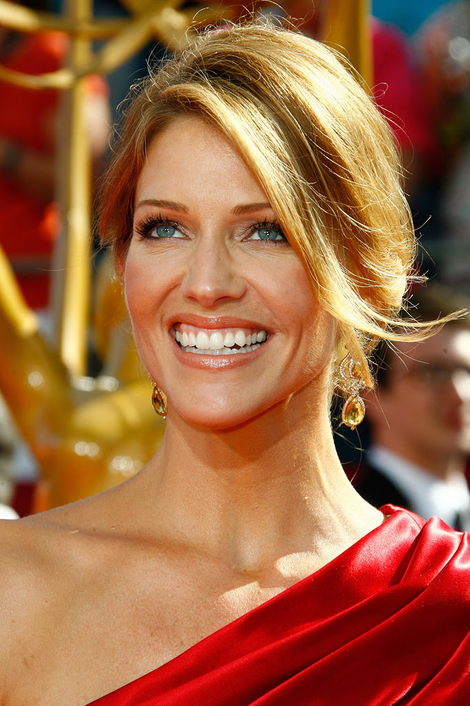 Tricia Helfer arrives at the 60th Primetime Emmy Awards at the Nokia Theater on September 21, 2008 in Los Angeles, California.