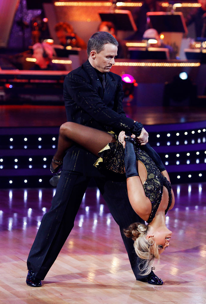 "Ty Murray and Chelsie Hightower perform the Argentine Tango to ""Amor Que Se Baila"" by Otros Aires on ""Dancing with the Stars."""