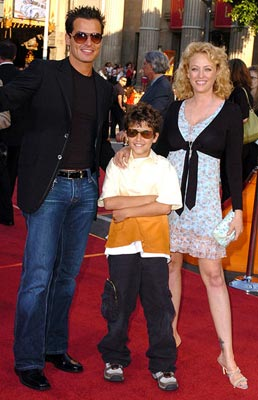 Premiere: Antonio Sabato Jr., son Jack and Virginia Madsen at the Los Angeles fan screening of Paramount Pictures' War of the Worlds - 6/23/2005