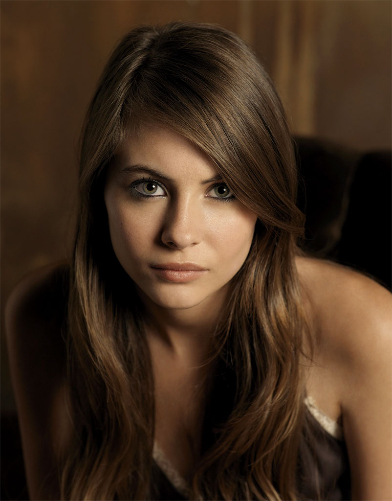 Willa Holland stars as Kaitlin Cooper in the The O.C. on FOX.