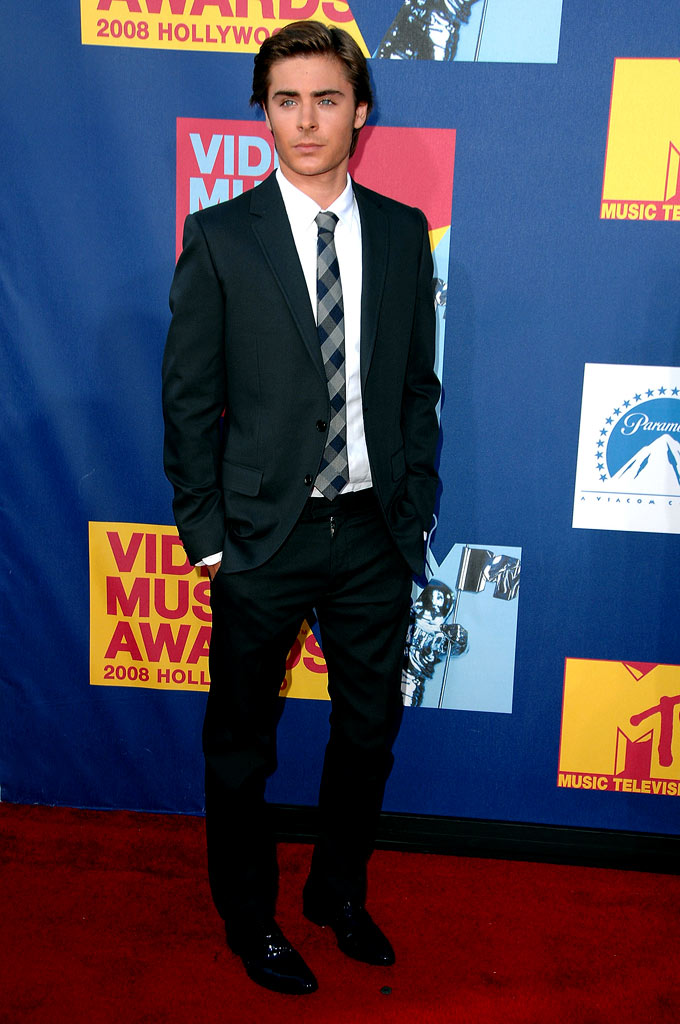 Zac Efron arrives at the 2008 MTV Video Music Awards  at Paramount Pictures Studios on September 7, 2008 in Los Angeles, California.