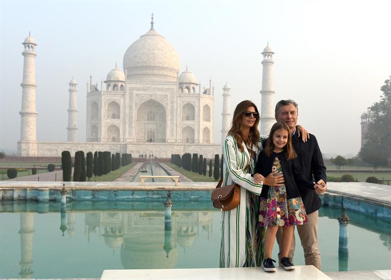 信游娱乐查询-近百名商人陪伴印度的马克里完成