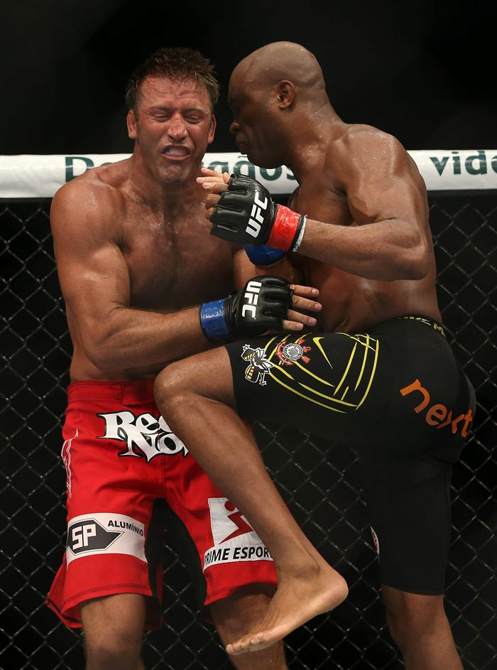 Anderson Silva's knee to the Stephan Bonnar's stomach was the beginning of the end. (Getty)
