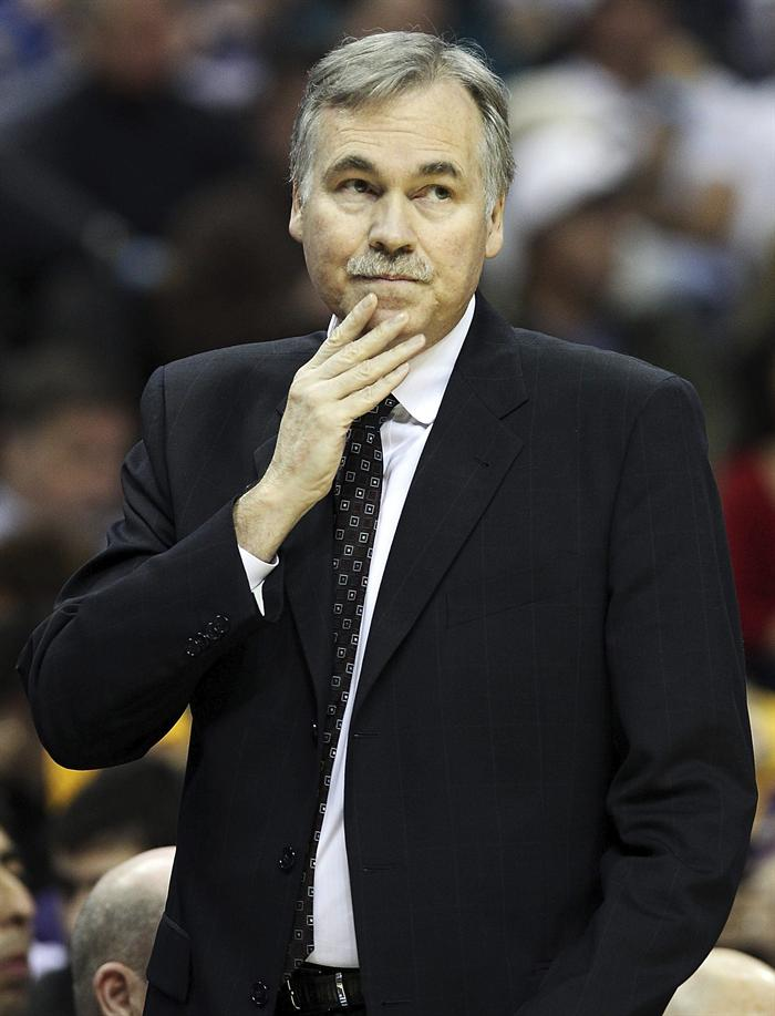Mike D'Antoni's Lakers haven't won a road game since Dec. 22 vs. Golden State. (EFE)