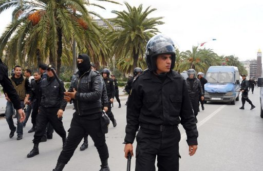 Des policiers anti-meutes  Tunis