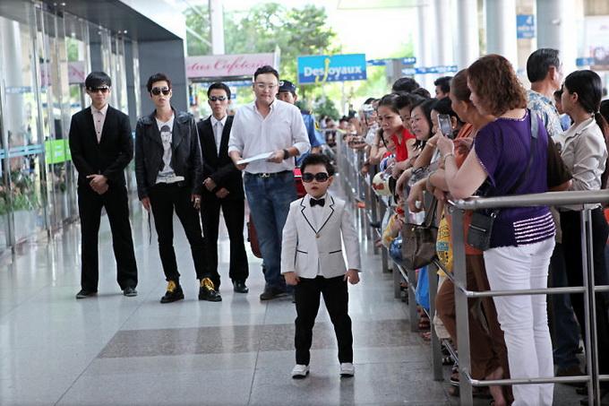 """Tiểu Psy đến Việt Nam ra mắt phim """"Lọ Lem Sài Gòn"""" ImageView 20130527 040903 123"""
