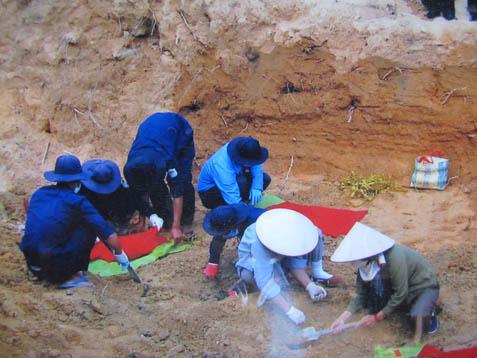Sáng tỏ cuộc tìm mộ của Bích Hằng ở Phú Quốc S_ng_t__cu_c_t_m_m_-2629ee9a6f1df877325b8b907f0d1be9