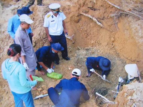Sáng tỏ cuộc tìm mộ của Bích Hằng ở Phú Quốc S_ng_t__cu_c_t_m_m_-e95c0e016c904eac096de3cb42dc9a8f