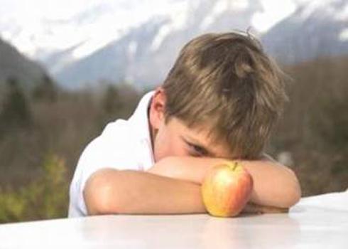 Trẻ con thường tiếp xúc với độc chất có nguy cơ bị bệnh tự kỷ.