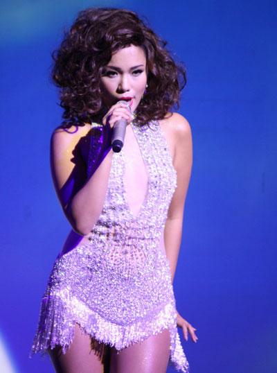Phần cuối chương trình, chủ nhận buổi tiệc lột xác thành một cô gái sexy trong các ca khúc nhạc jazz mà cô yêu thích. Bạn bè, người hâm mộ đến trật kín phòng trà để thưởng thức và ủng hộ cho nữ ca sĩ.