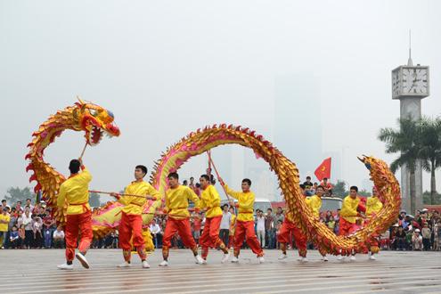Trăm người múa con rồng khổng lồ ở thủ đô