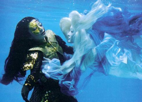 Đây là cảnh quay mà nhiều fan đoán là Tĩnh công chúa chuẩn bị hoán đổi thân xác với hồ ly Tiểu Duy (Châu Tấn).
