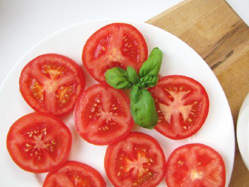 Cách tẩy lông mặt bằng mặt nạ cà chua