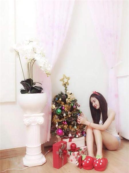 Angela Phương Trinh đón Giáng Sinh sớm tại nhà - 1