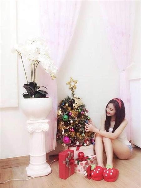 Angela Phương Trinh đón Giáng Sinh sớm tại nhà - 2
