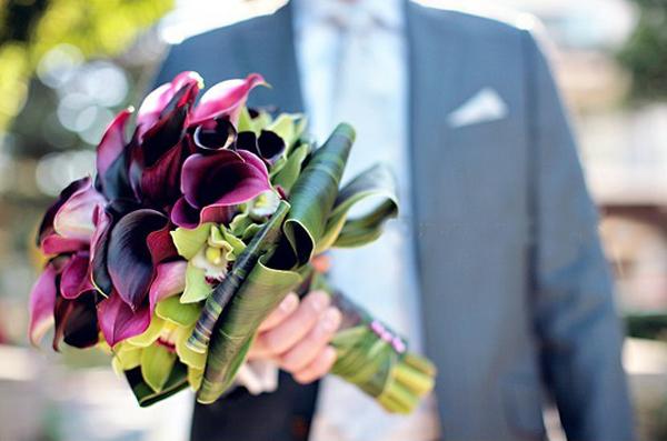 Hoa rum cũng dễ kết hợp với các loại hoa khác như lan, hồng.