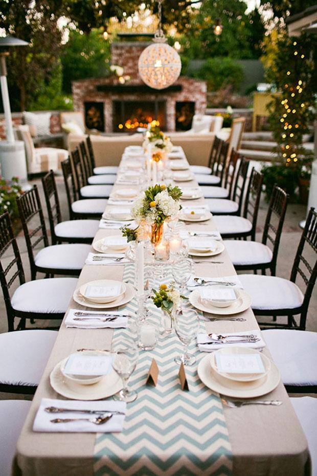 Ngoài những màu nóng, rực rỡ cho ngày hè, nhiều chuyên gia tổ chức tiệc cưới lại gợi cho các cặp đôi lựa chọn màu nhạt hoặc các tông màu pastel để làm