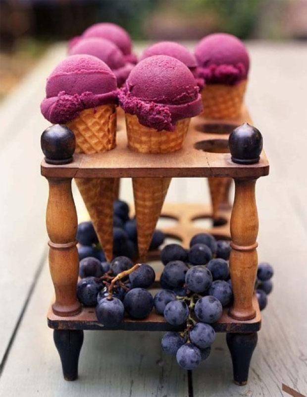 Cô dâu chú rể có thể chuẩn bị kem hay những món đồ uống đặc trưng cho mùa hè để phần tráng miệng của tiệc thêm phong phú.