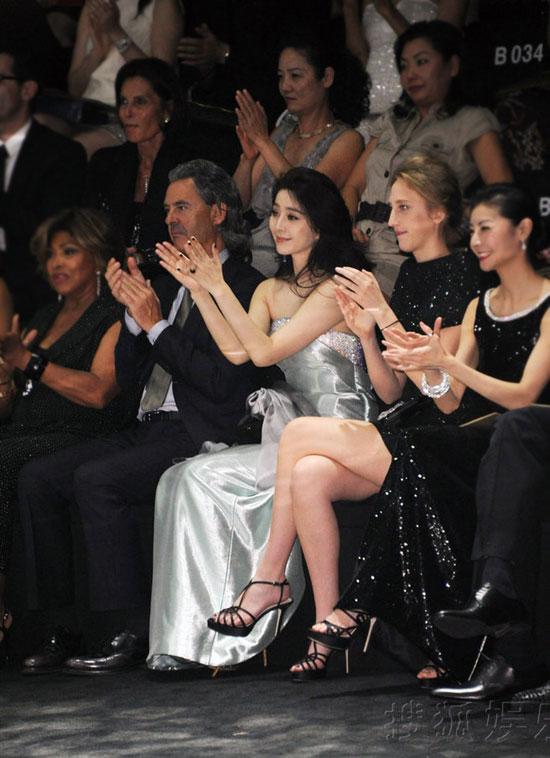 Băng Băng nổi bật trên hàng ghế khán giả.