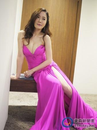 尹馨入圍首爾電視節最佳女演員試裝記者會。圖/旭光提供