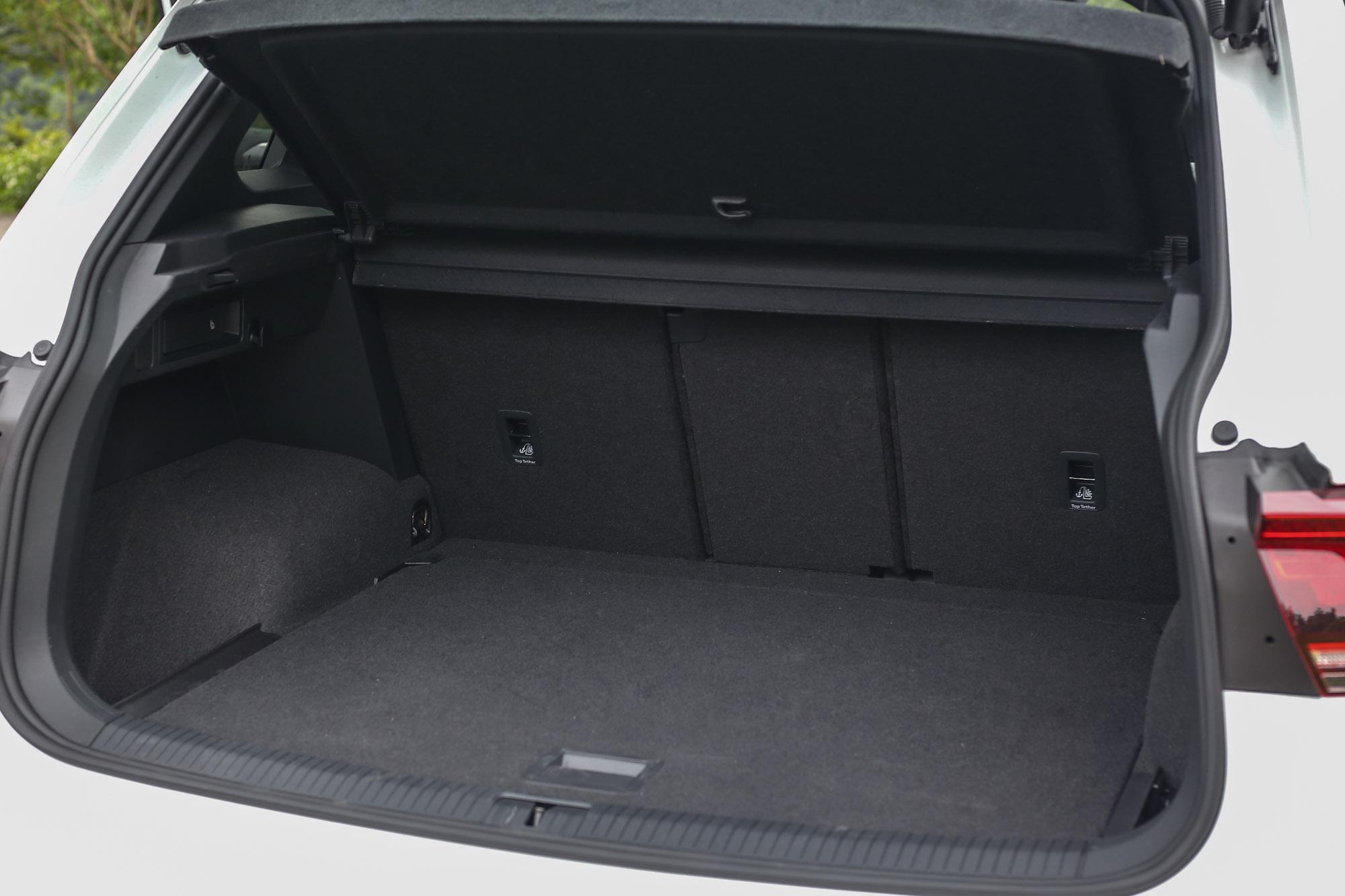 透過可40:20:40分離的後座椅背,後廂容積可以在615~1655公升間彈性切換。