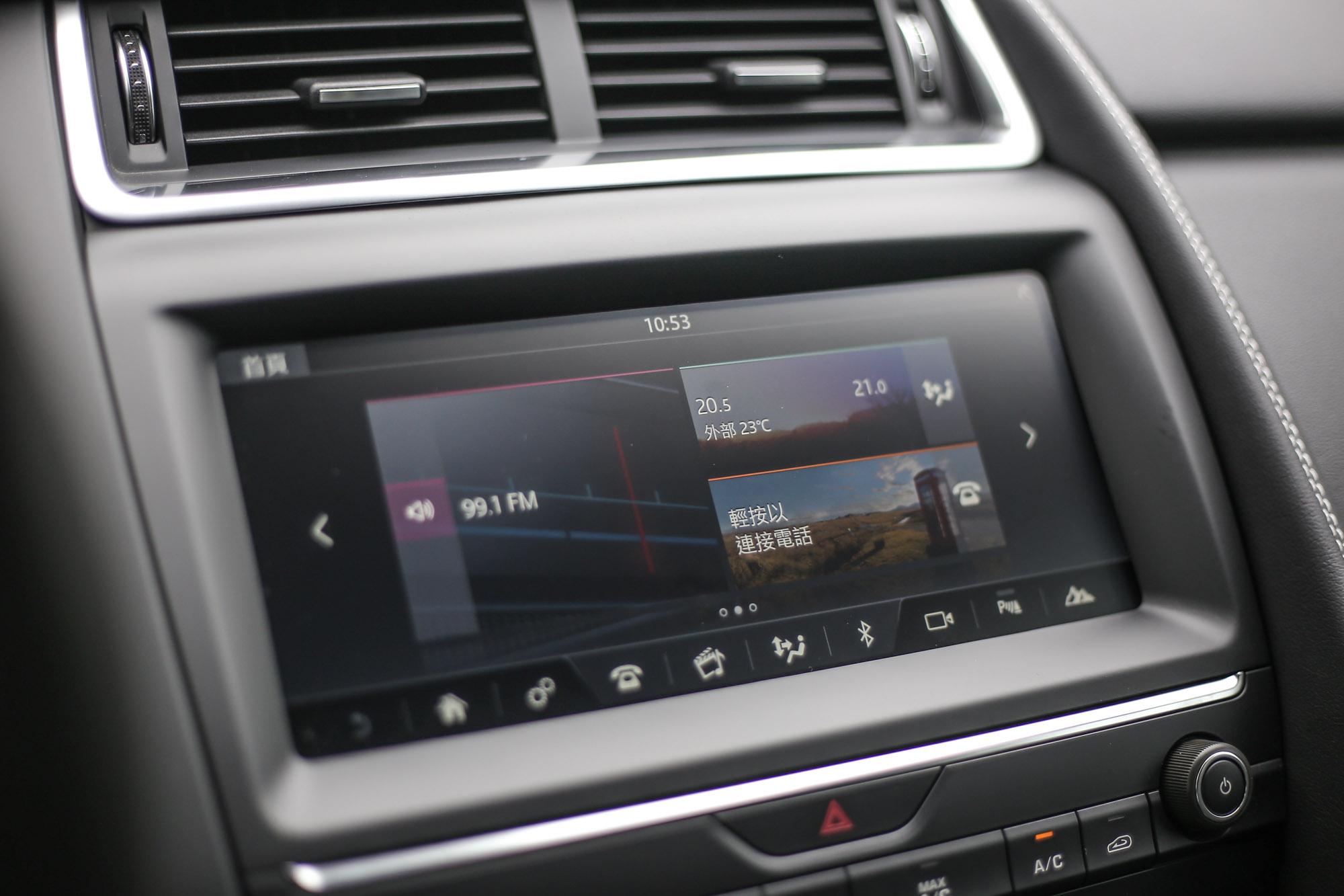 中控台標配10 Touch Pro智慧多媒體觸控時顯示幕,要到206萬元的P250 S車型以上才配備原廠導航,至於Apple CarPlay此類的手機整合系統則列為全車系選配項目。