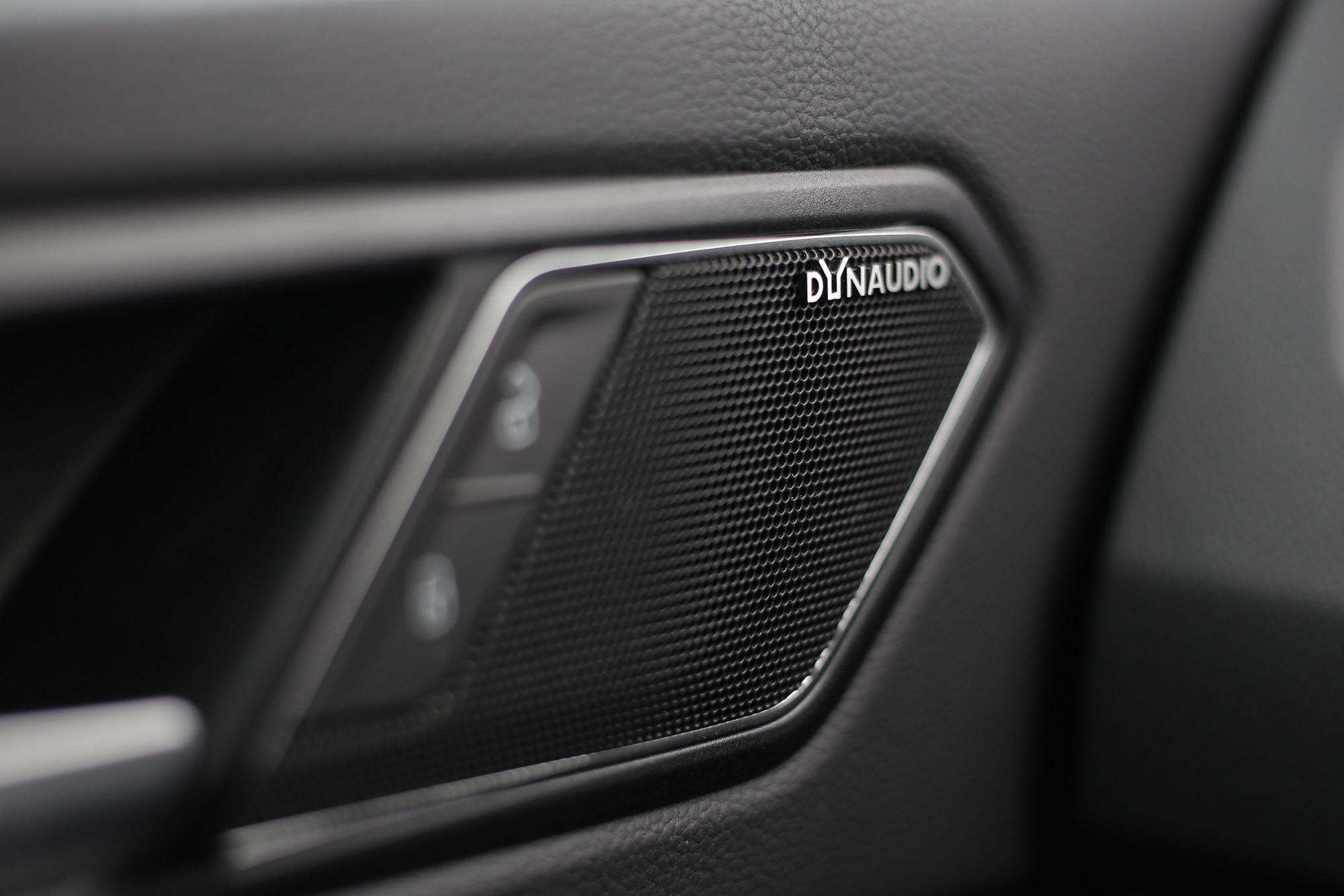 Tiguan 380 TSI標配DYNAUDIO環繞音響系統,具備9支揚聲器。