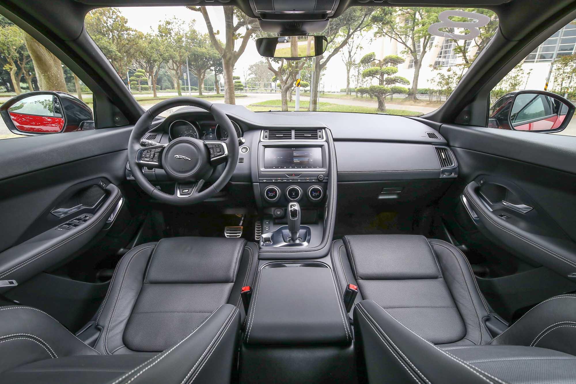 平心而論,座艙內的質感還有升級的空間。