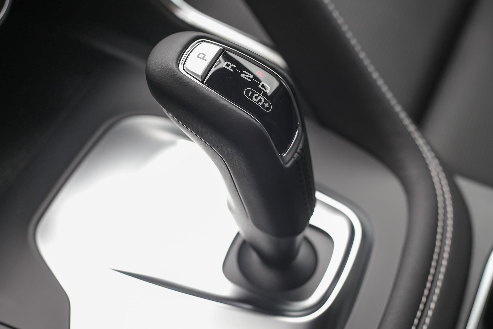 連接九速手自排變速系統,原廠宣稱可於10.5秒完成0-100km/h加速過程,極速為193km/h。