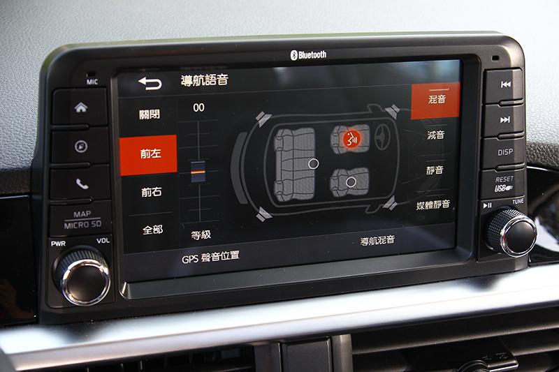多媒體影音觸控系統則具備細緻的畫素以及高度功能性,甚至連螢幕外框的塑料材質都選得用心。