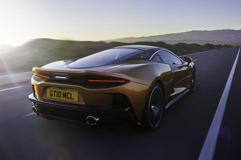 McLaren GT雖以舒適旅遊作為訴求,但4.0升V8雙渦輪引擎,仍具有620hp/64.2kgm性能,及3.2秒的百公里加速與326km/h極速超跑水準。