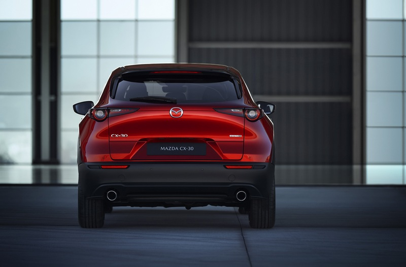 C-30採用全新Kodo語彙不論車頭或車尾都能看見Mazda 3身影。