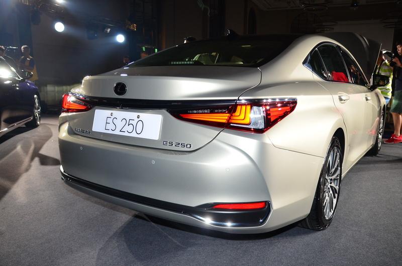 LED尾燈在視覺上延續與車頭設計的一貫性