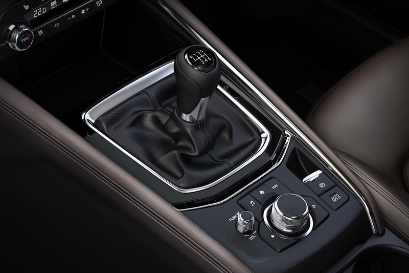 日規CX-5 2.2升柴油車型導入六速手排系統,也是日本SUV級距中唯一的手排車款。