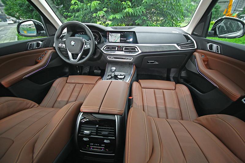 全新X5座艙的「嘻華」程度,可能高到前所未有的境界,當然,這其實是讚嘆。